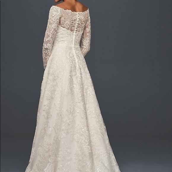 Wedding Gown Oleg Cassini size 12. CWG765